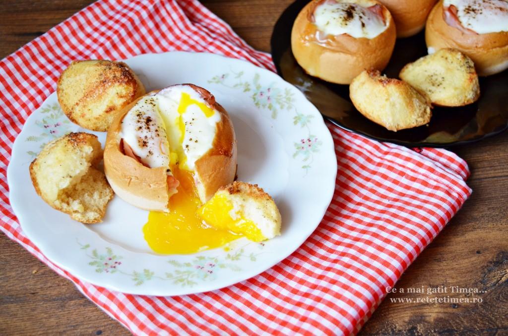 Mic dejun - oua in chifle la cuptor