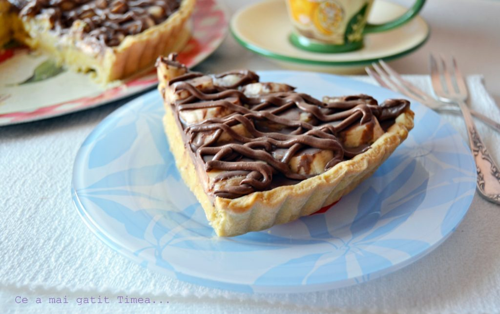 tarta cu crema de vanilie si banane 3